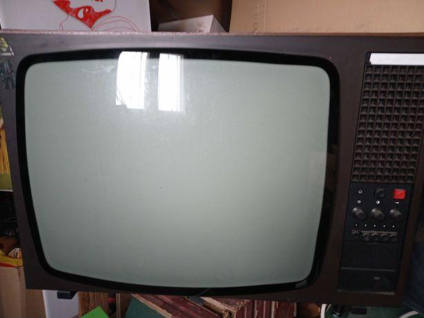 Zabytkowy telewizor