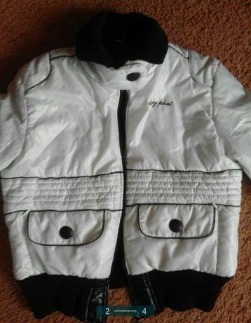 Куртка размер s красивая