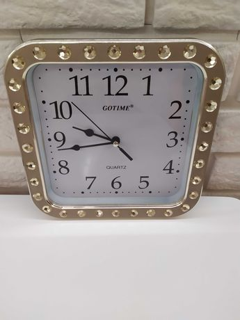 Часы настенные и таз хозяйственный