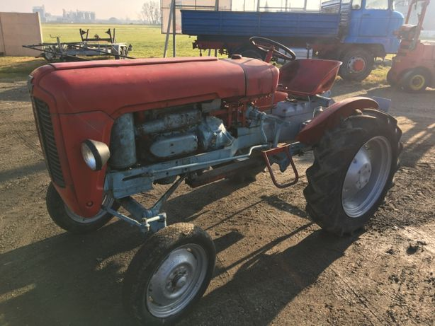 Traktor massey ferguson MF 821 diesel dwósów kompresor zabytek