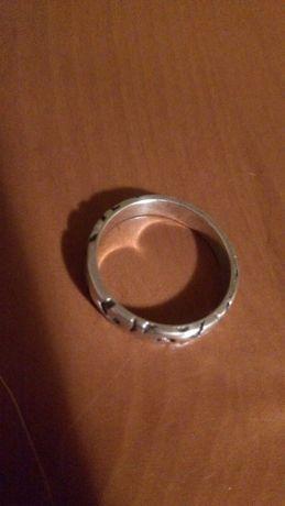Śliczny pierścionek w kwiatowy wzór. Srebro