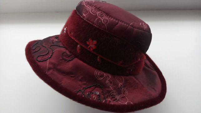 Шляпка з оригінальним оздобленням