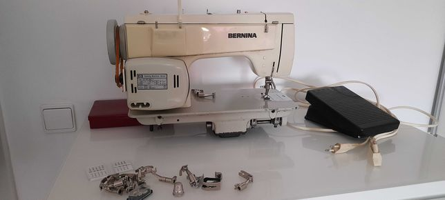 Maquina BERNINA Suíça Profissional com pedal Elétrico.  Bom estado.