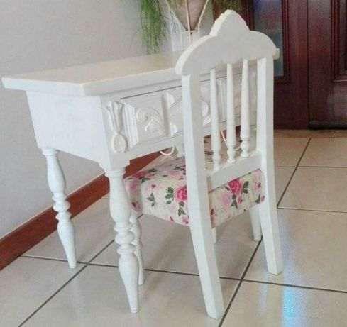 Cadeira e Mesa Secretária de Criança novas