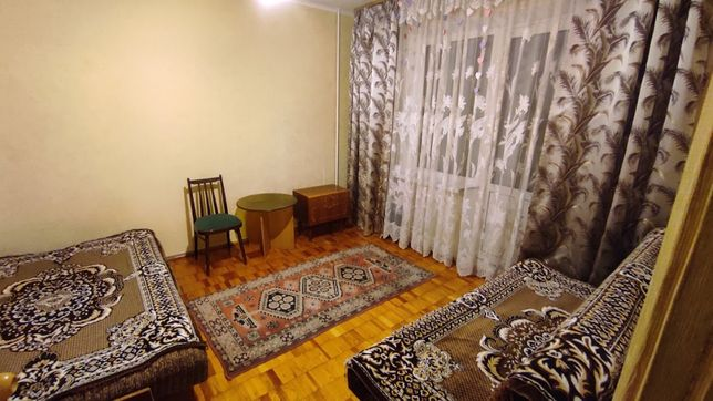 Сдам комнату с лоджией в 3 комн квартире на Нивках, ул.Салютная, 42!
