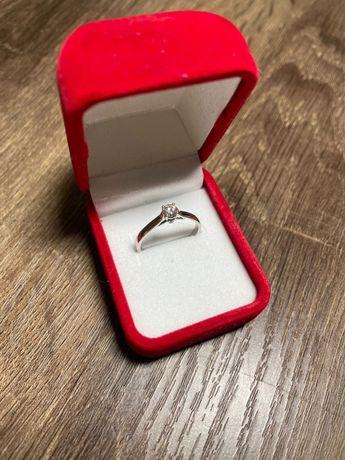 Продаётся кольцо с бриллиантами