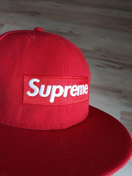 Czerwona czapka z daszkiem Supreme World Famous