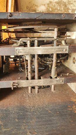 Bardzo stary mechanizm zegar drewniany