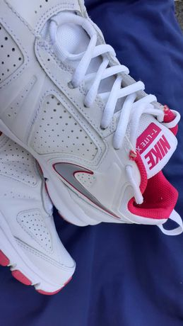Buty Nike T-Lite XIr  40
