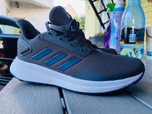 Oryginalne buty Adidasa