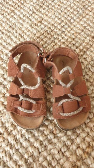 Sandałki chłopięce zamszowe na korku Zara 23 cm.