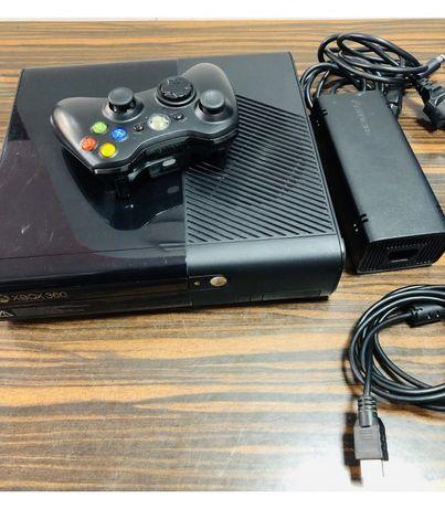 Konsola xbox360 plus 5 gier