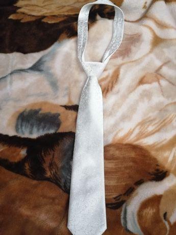 Krawat ślubny bialy
