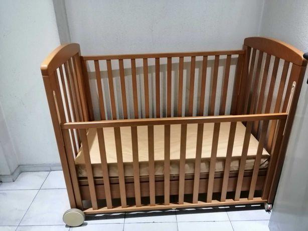 Cama grades Prenatal c/ colchão e têxteis (edredão, lençóis e proteção