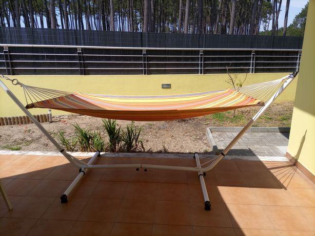 Cama de rede com suporte
