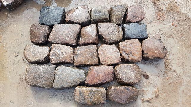 Kamień polny łupany starobruk kolorowy rzędówka bruk kostka granitowa