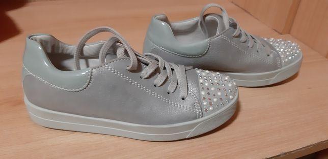 Sprzedam śliczne buty rozmiar 31 dla dziewczynki