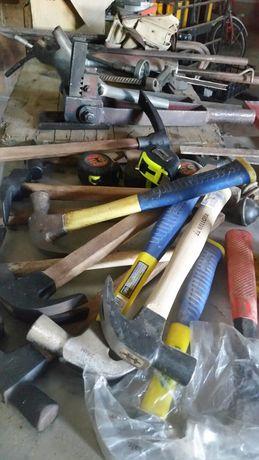 Varias martelos e outras ferramentas