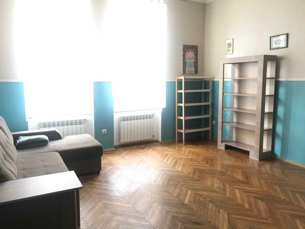 Продаж 2кім. квартири по вулиці Шептицьких в австрійському будинку