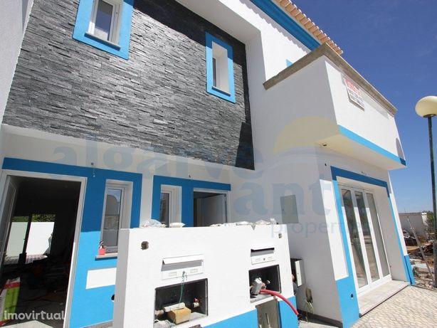 Moradia T2+1 em fase de construção em Manta Rota.