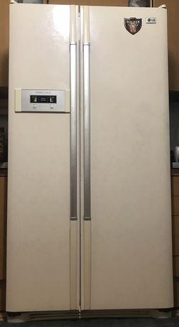 Двухдверный холодильник LG Refrigerator