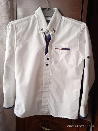 Красивая белая рубашка на мальчика
