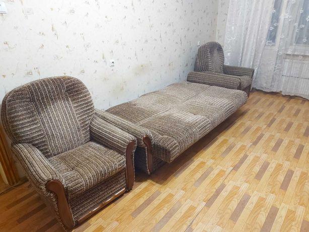 Продам диван з кріслами б/у