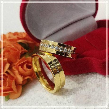 Piękny Duet Złotych Obrączek Ślubnych
