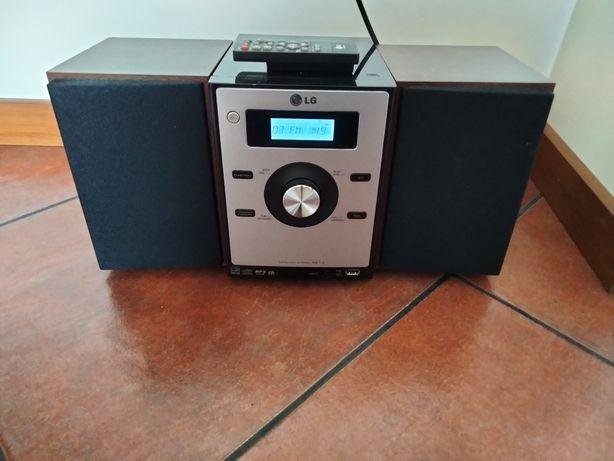 Aparelhagem LG em ótimo estado, com CD, USB e rádio. Excelente som