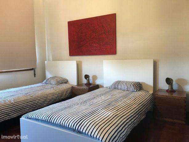 Às Universidades: Aluga-se Confortável Suite ( 2 Pax )