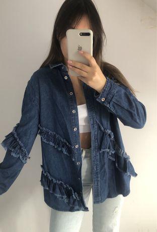 Jeansowa koszula z falbanami