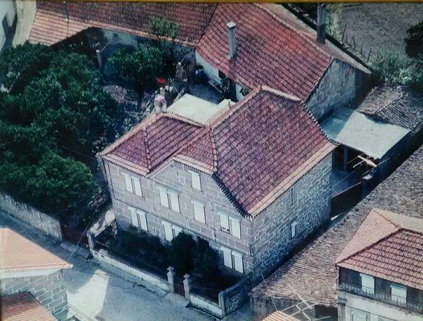 Moradia com anexos e quintal em Ervedal da Beira