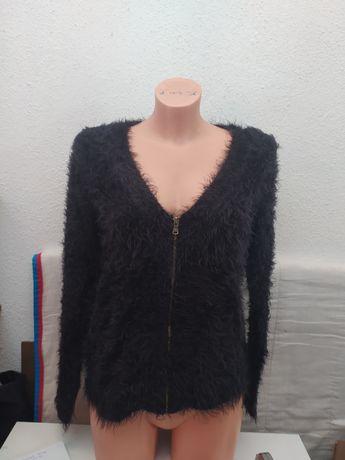 Casaco cardigan decotado preto com fecho em pêlo  S 36/38