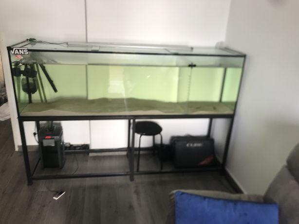 Vendo aquario de dois metros