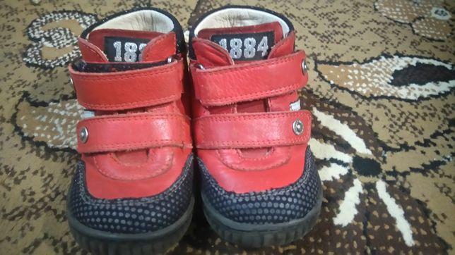 Ботинки для девочки Турция красные