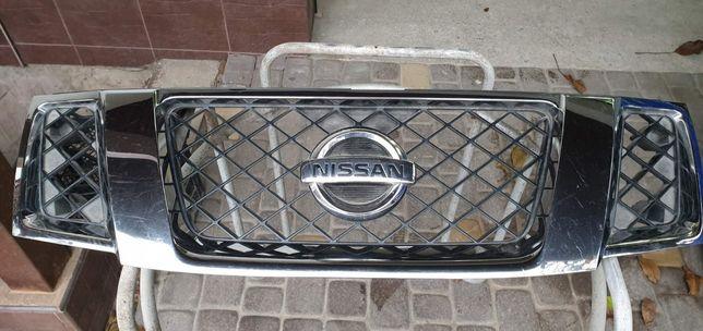 Решетка радиатора Nissan Pathfinder