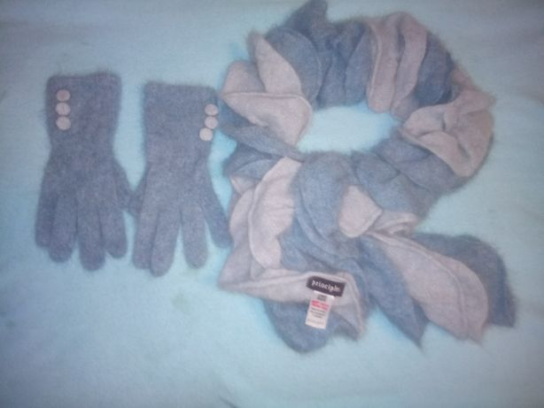 На подарок зимний ангоровый набор (шарф и перчатки)