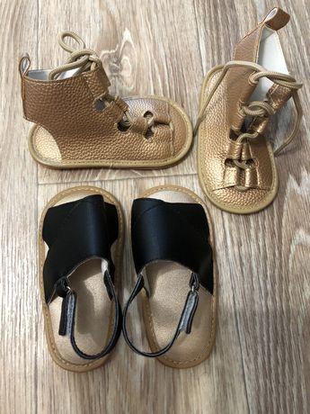 Продам детские сандали новые