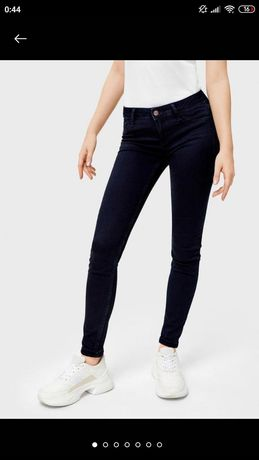 Тёмно-синие узкие джинсы на девочку подростка