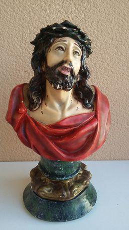 Busto do Cristo antigo em gesso pintado