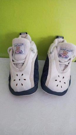 Buciki dla chłopca/niechodki miękkie bialo-granatowe