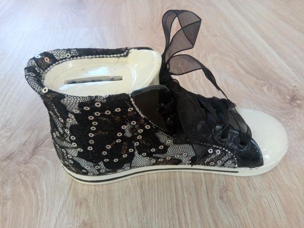 Skarbonka w kształcie buta, idealna na prezent, zabawka, ozdoba