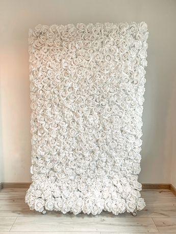 Biała ścianka kwiatowa z róż