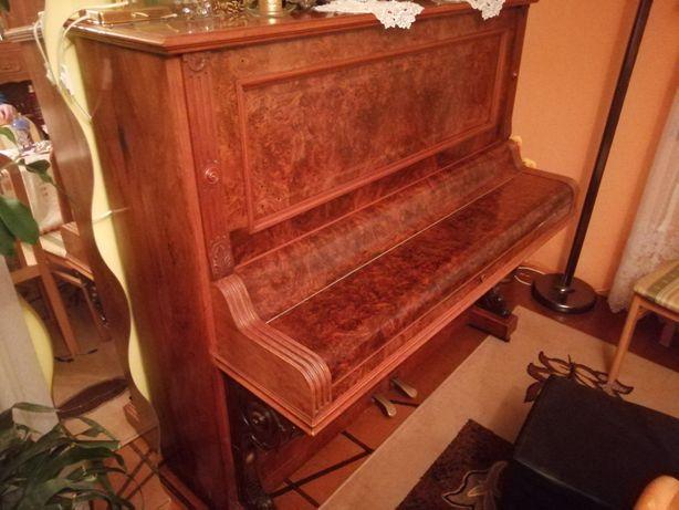 Pianino zdobione sprawne.