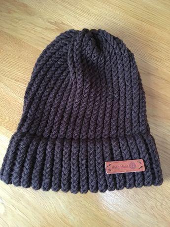 Ciepła brązowa czapka ręcznie robiona z mieszanki wełny Merino
