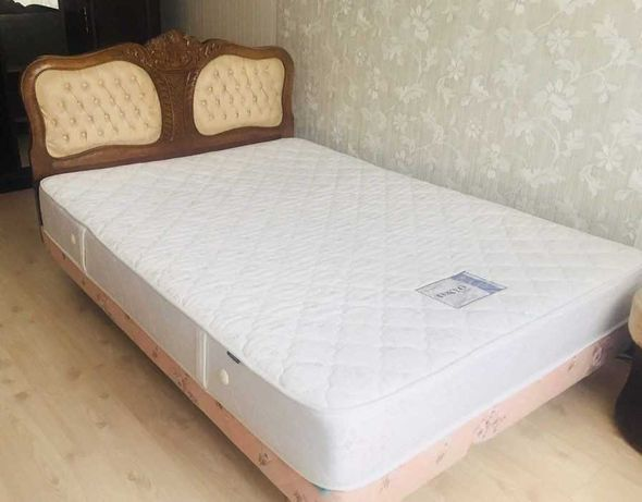 Продам арабське ліжко з матрасом, розмірами: 45 см × 130 см × 180 см.