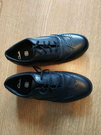 Кожаные новые туфли фирмы Clarks