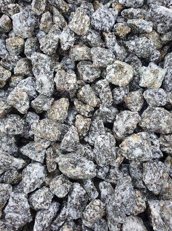 Granit ciemny szary kamień grys ogrodowy dalmatyńczyk