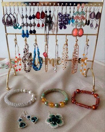 biżuteria (kolczyki, bransoletki i in.)