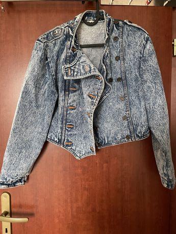 Kurtka jeansowa.